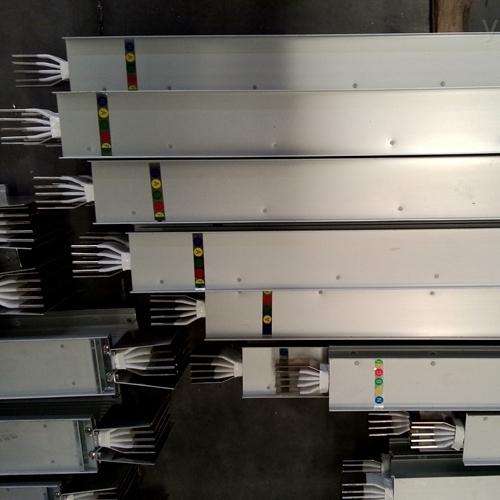 安装3500A密集型母线槽