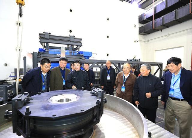 """吉林大學""""新一代大型超高壓產生裝置""""通過驗收"""